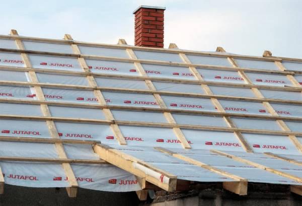 Jak prawidłowo wykonać izolację przeciwwilgociową dachu