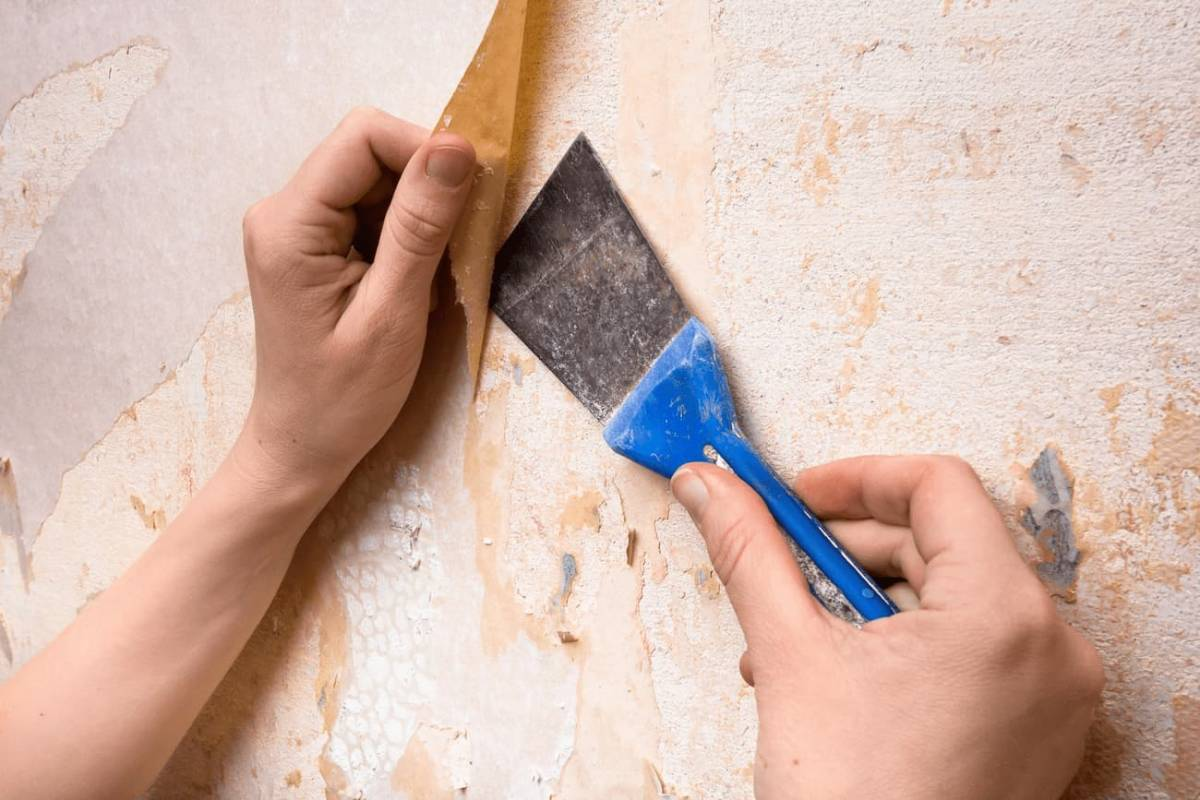 Jak usunąć tapetę ze ściany