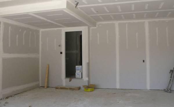 Wykończenia ściany z płyt gipsowo-kartonowych