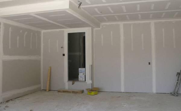 Jak zamontować płyty gipsowo-kartonowej do ściany
