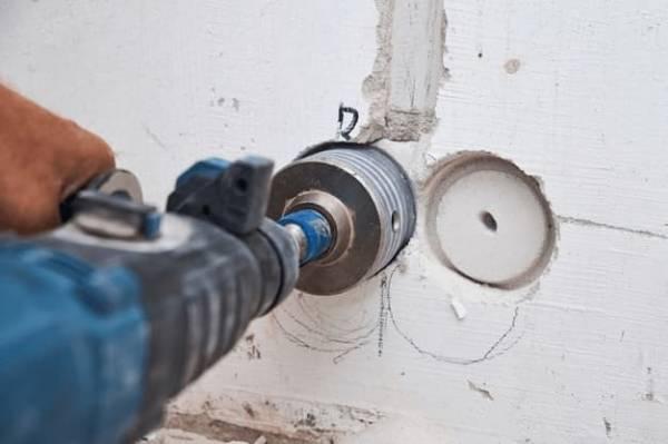 Jak zrobić otwór w ścianie?