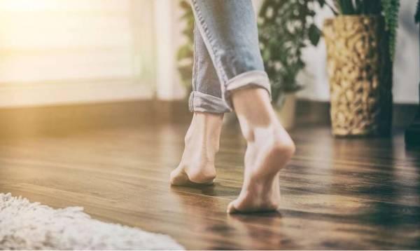 Co zrobić, jeśli drewniane podłogi skrzypią
