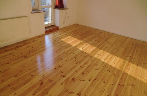 Czym pomalować drewnianą podłogę
